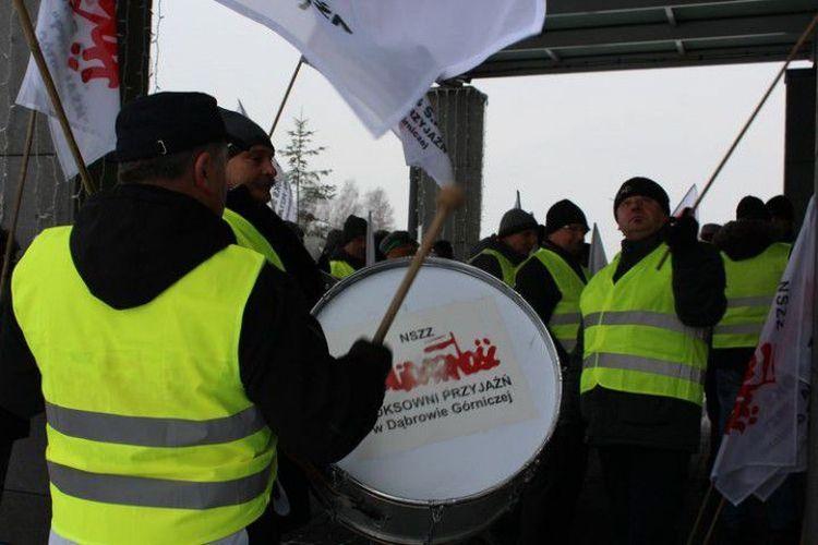Raport JSW: związki zawodowe są takim samym ryzykiem jak tąpnienia