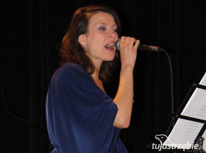 W czasie pierwszego koncertu Silesian Voices zaprezentowała się Karolina Śleziak z zespołem