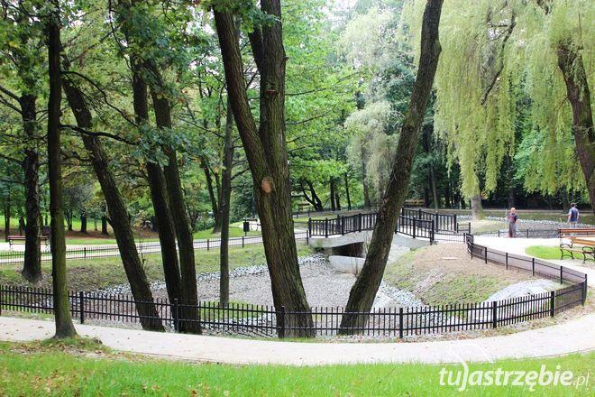 Park Żeromskiego: trwa porządkowanie po modernizacji, pww