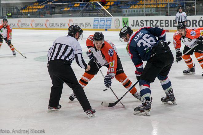 JKH GKS Jastrzębie przegrał na Jastorze 2:3 z zespołem z Sanoka. W piatek 11 grudnia mecz na wyjeździe z Unią Oświęcim