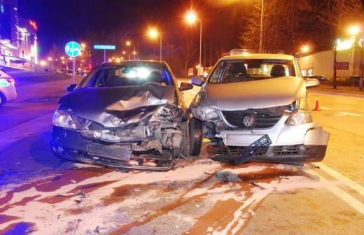 Wypadek na skrzy�owaniu Warszawskiej z Jeziora�skiego