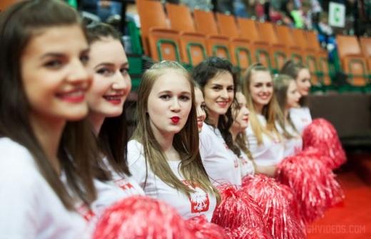Jastrz�bianki zagrzewaj� do walki polskich hokeist�w