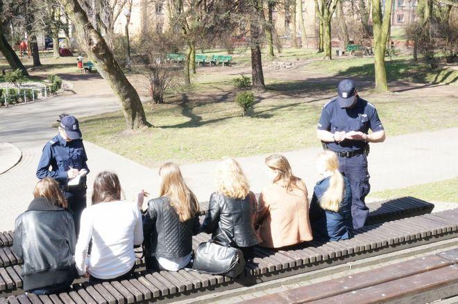 Dziś dzień wagarowicza. Policjanci szczególną uwagę zwracają na dzieci i młodzież, KMP w Jastrzębiu-Zdroju