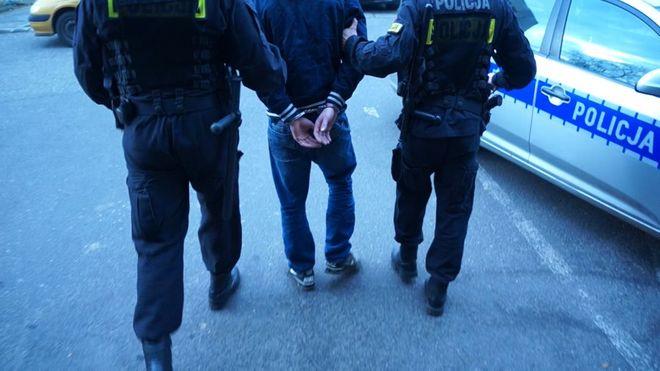 Policjanci zatrzymali mieszkańca Bełku – jest podejrzany o podpalenia samochodu, Archiwum
