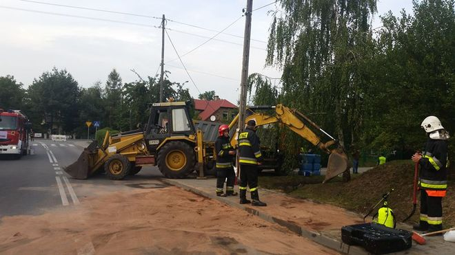 Sześć tysięcy litrów oleju znalazło się w rowie melioracyjnym, źródło: Jastrzębie 112 - Facebook