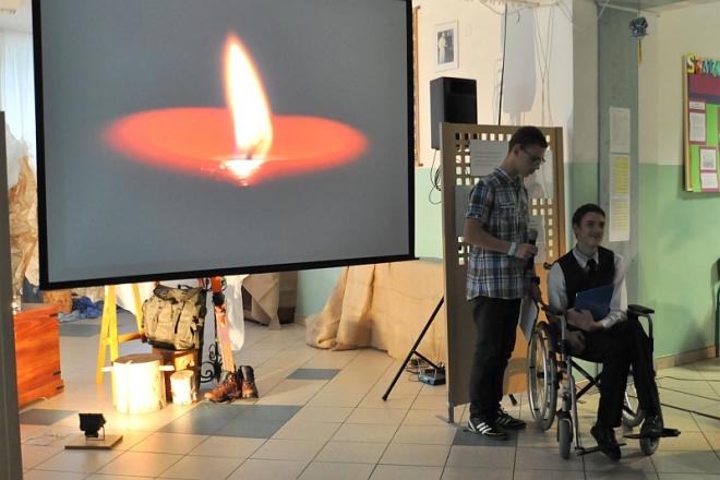 Wieczór z poezją Jana Pawła II w ZSS 10, materiały prasowe ZSS 10