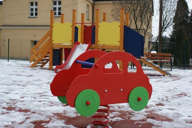 Gminny plac zabaw przeszedł metamorfozę, UM w Jastrzębiu-Zdroju