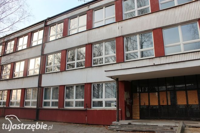 Budynek po zlikwidowanym gimnazjum przy ul. Szkolnej 5