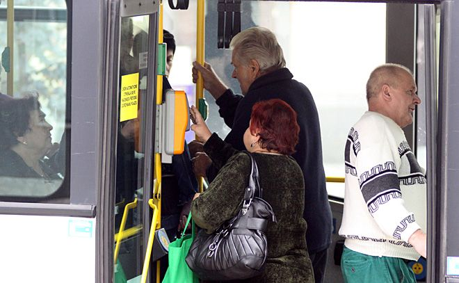 Dziś radni jednogłośnie zdecydowali o wystąpieniu z Międzygminnego Związku Komunikacyjnego. Jakie będą ruchy sąsiednich gmin? Czy skorzystają na tym pasażerowie?