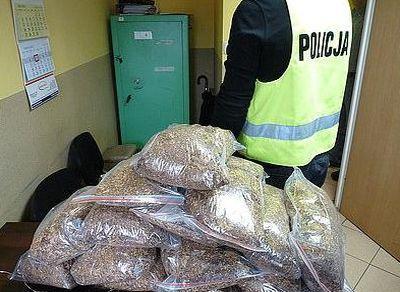 Rodzinnie przewozili nielegalny tytoń. Znaleziono 15 kg, Źródło: KMP w Jastrzębiu-Zdroju
