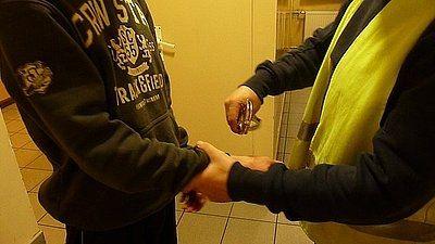 Nastolatkowie napadli na 54-latka. Starszemu grozi 12 lat więzienia, KMP w Jastrzębiu-Zdroju