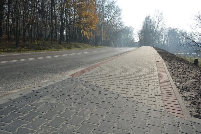 Robotnicy zbudowali nowy chodnik przy ul. Wodzisławskiej, Robert Cebula