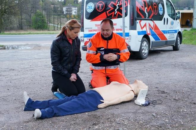 Zamiast mandatu policjanci proponowali krótki kurs pierwszej pomocy, KMP w Jastrzębie-Zdrój