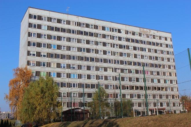 - Szare bloki swoim wyglądem nawiązują do czasów socrealizmu - uważa radny Jerzy Lis (SLD)