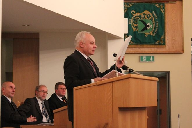 - Budżet nie zawiera tych elementó, które powinien zawierać - uważa Janusz Ogiegło (PO).