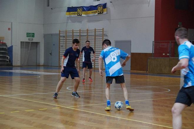 Halowa Liga Biznesu przebrnęła przez fazę grupową. OBI Jastrzębie-Zdrój awansowało do finału, natomiast Rybnik.com.pl - do finału pocieszenia