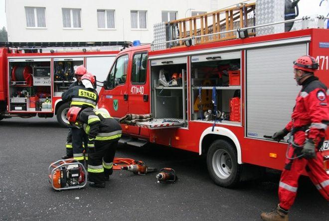 Dla strażaków to była pracowita noc, a dalej mają pełne ręce roboty.