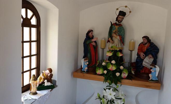 Kapliczka w Moszczenicy nabrała nowego blasku, Robert Cebula